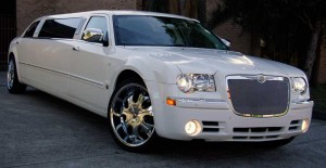 Picture of a10 Pass Chrysler 300 limo super stretch white